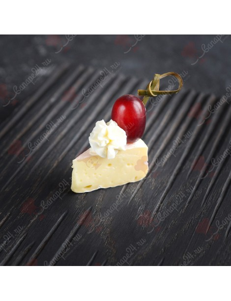 Сыр Камамбер с виноградом