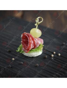 Канапе Салями Спьянато Романо с виноградом