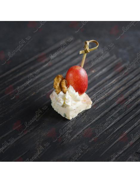 Сыр Дор Блю с виноградом